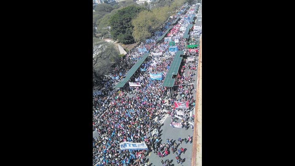 Las organizaciones iniciaron la marcha en el Monumento al Trabajo.