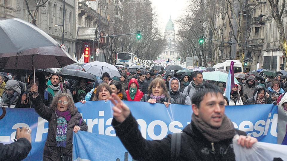Organizaciones estudiantiles y gremios universitarios marcharán al Congreso.