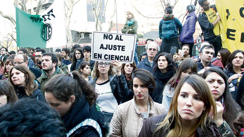 La degradación del área de ciencia motivó una marcha y corte de la avenida Santa Fe el lunes pasado.