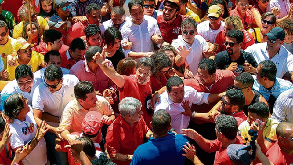 El candidato del PT hizo campaña en Bahía, Pernambuco y Maranhão, a dos semanas de los comicios