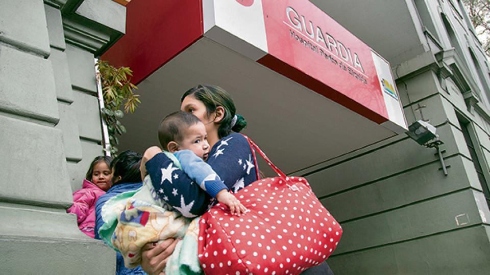 Las guardias pediátricas se colmaron de padres alarmadísimos y algunas reportaron hasta seis horas de espera.