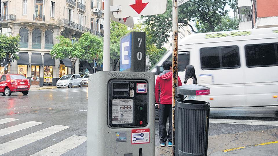 Los parquímetros serán distribuidos en todos los barrios de la ciudad.