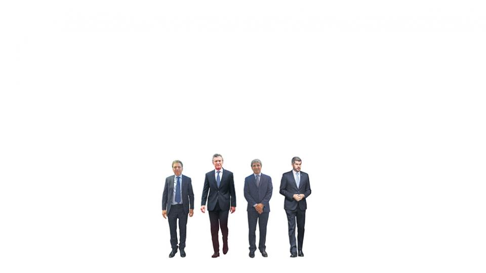 Presidente Macri junto al ministro Dujovne, el titular del Central Caputo y el jefe de Gabinete Peña.