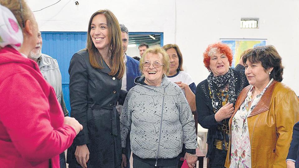 La gobernadora Vidal ayer, junto a Graciela Ocaña, cabeza de lista en la campaña irregular.