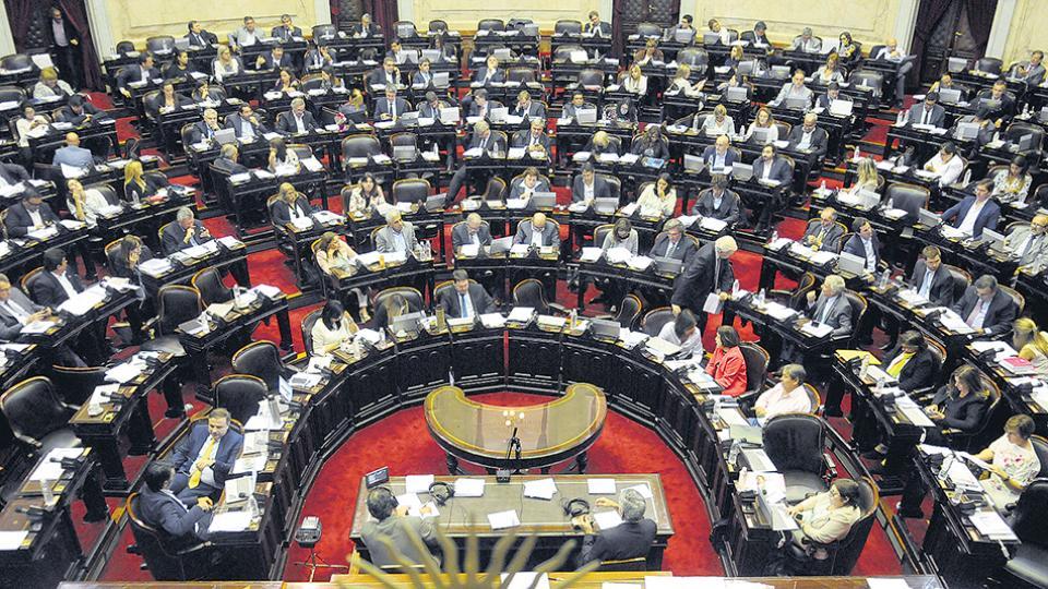 La oposición parlamentaria convocó a una sesión especial en la Cámara de Diputados.