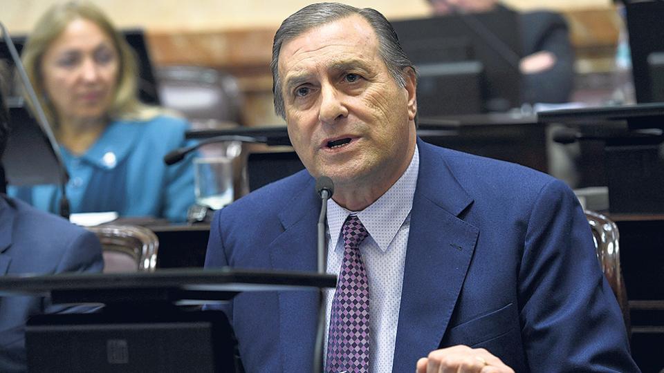 La resolución del Euro-Lat con la firma de Angel Rozas fue aprobada a finales del mes pasado en Viena.