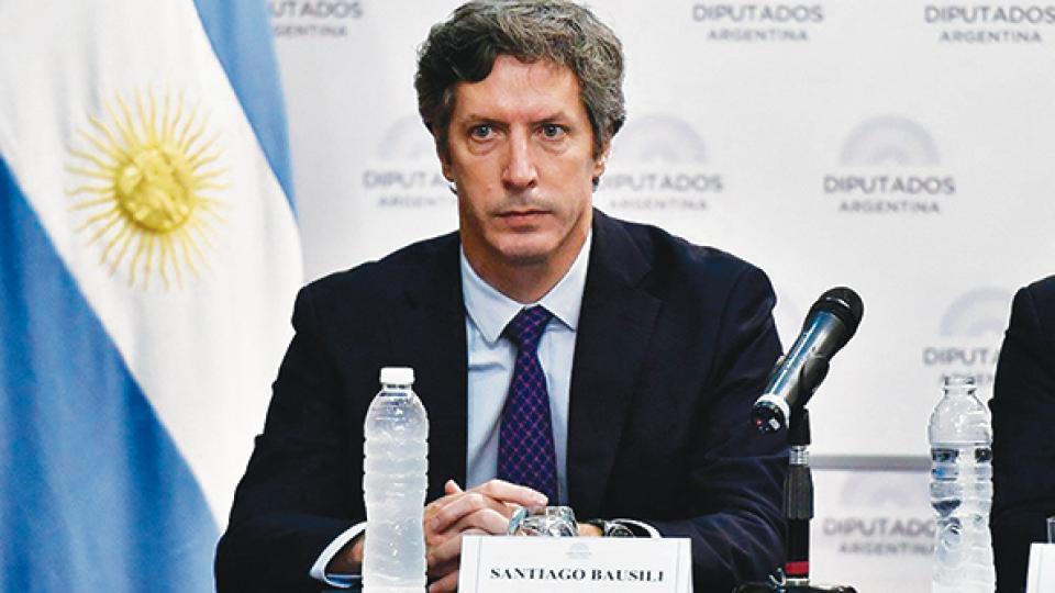 El secretario de Finanzas, Santiago Bausili, buscó gambetear los reclamos opositores durante su exposición en la Comisión de Presupuesto.