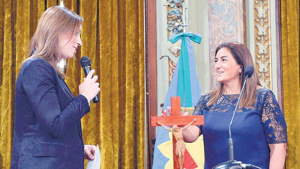 La gobernadora Vidal poniendo en funciones a Fernanda Inza.
