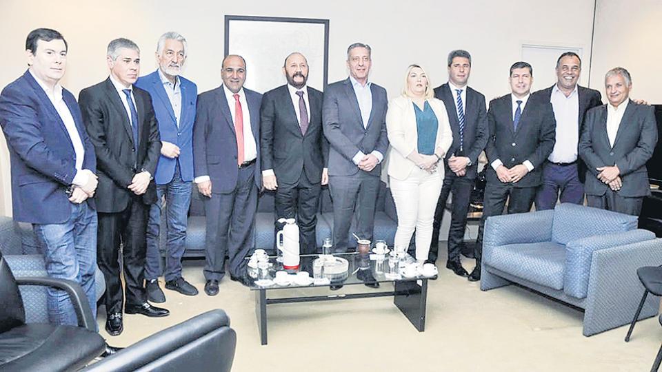 Los gobernadores se reunieron en la Casa de Tucumán para organizar el acto por el 17 de octubre.