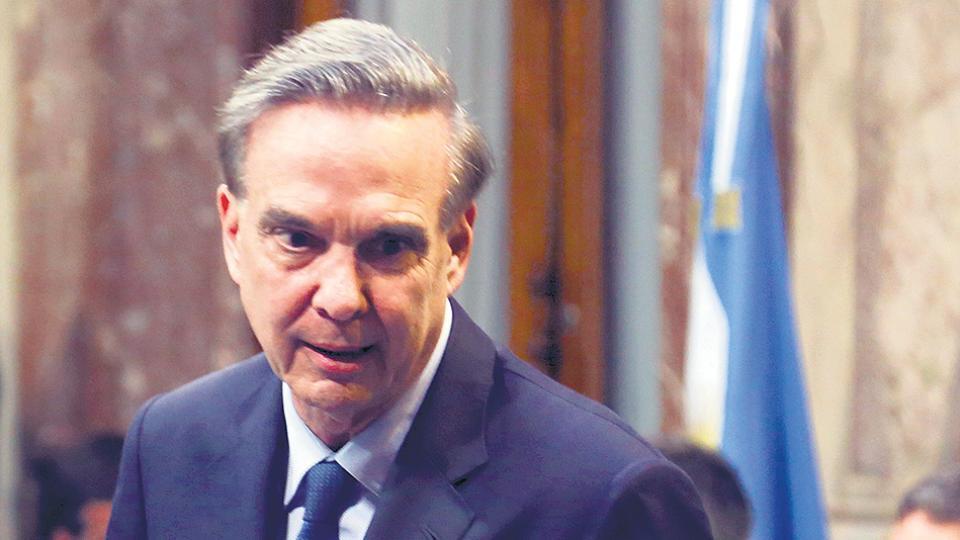 El jefe del bloque de Argentina Federal, Miguel Angel Pichetto, perdió ayer dos votos.