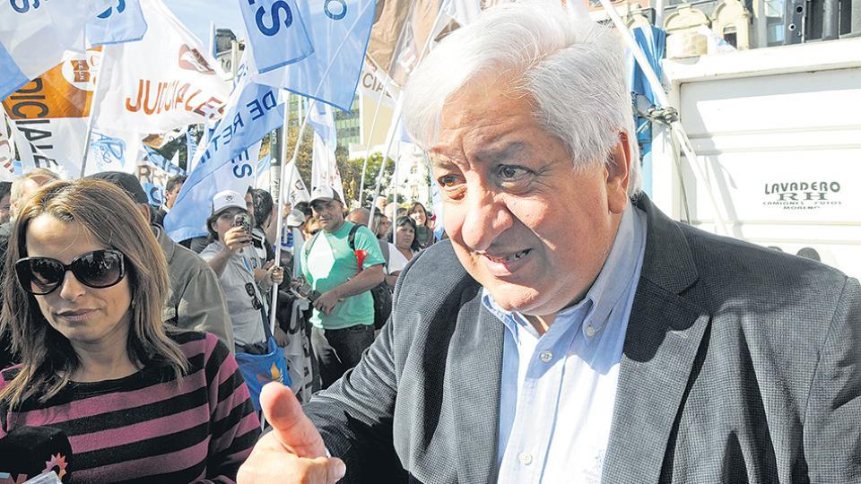 """""""El traspaso tiende a flexibilizar los derechos de los trabajadores"""", dijo Julio Piumato."""