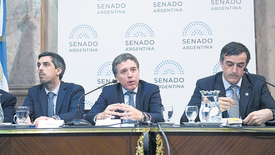 Nicolás Dujovne, ministro de Hacienda, atribuyó los errores de cálculo en las proyecciones de este año a la crisis internacional.