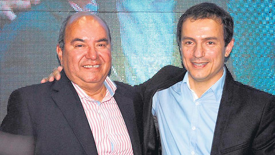 Julio Amoroso (izquierda) junto al intendente de Cambiemos, Sebastián Abella.
