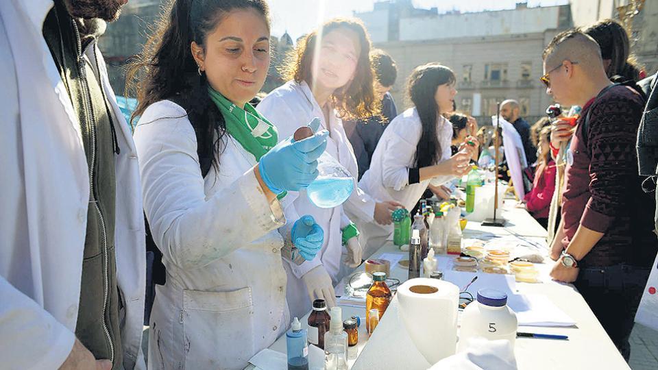 Científicos protestan por el ajuste en Ciencia y Técnica.