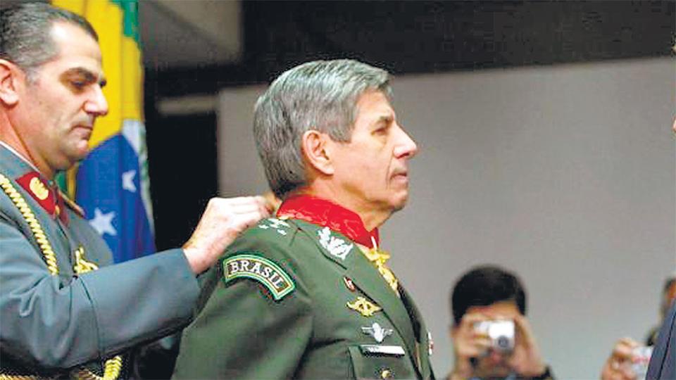 El general retirado Augusto Heleno Ribeiro irá a la cartera de Defensa.