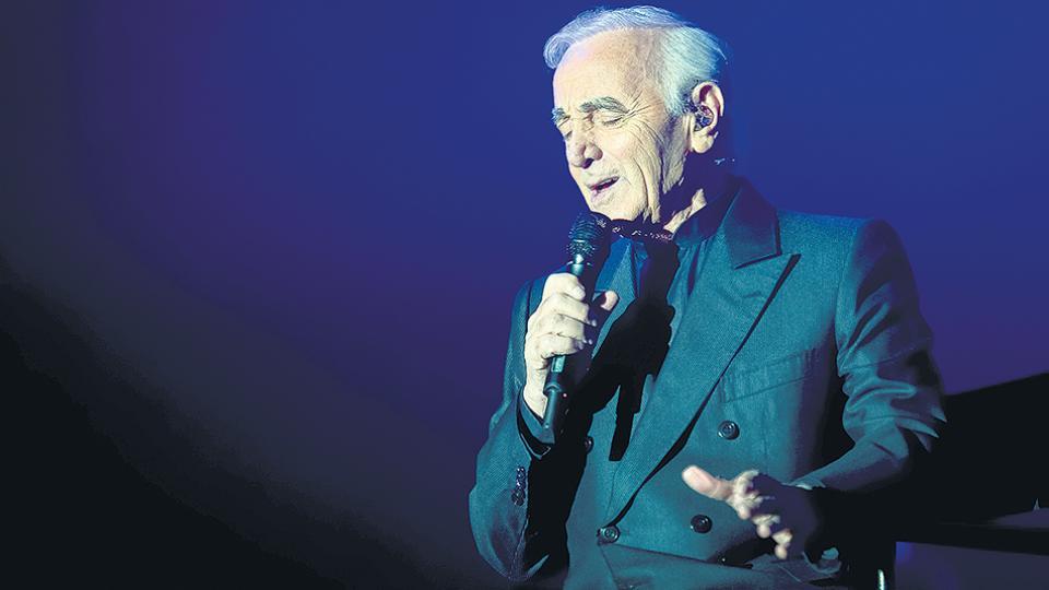 """Aznavour imprimió su marca en una época y un género al que dotó de nombre y apellido. """"Cantaré mientras mi corazón palpite"""", dijo. Y cumplió."""
