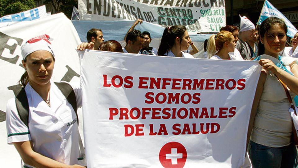 Por la nueva ley, los enfermeros no son considerados profesionales de la salud.