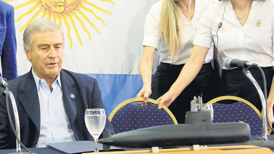 """El ministro de Defensa, Oscar Aguad, consideró que """"no se puede reflotar el submarino""""."""