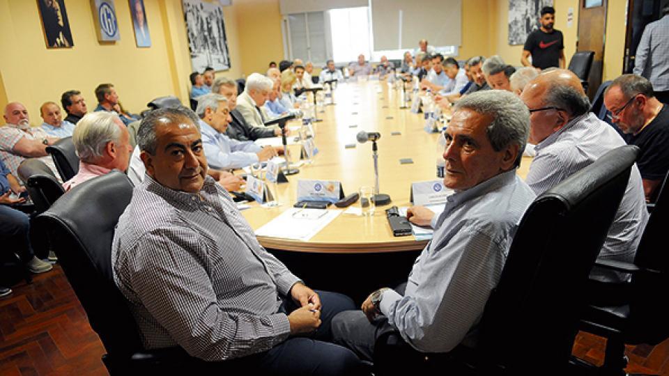 El Consejo Directivo de la CGT en pleno analizando el borrador del decreto que impulsa el Gobierno.