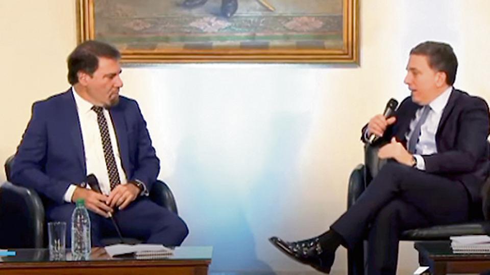 Dujovne en la celebración de la CNV (con el periodista Claudio Zuchovicki).