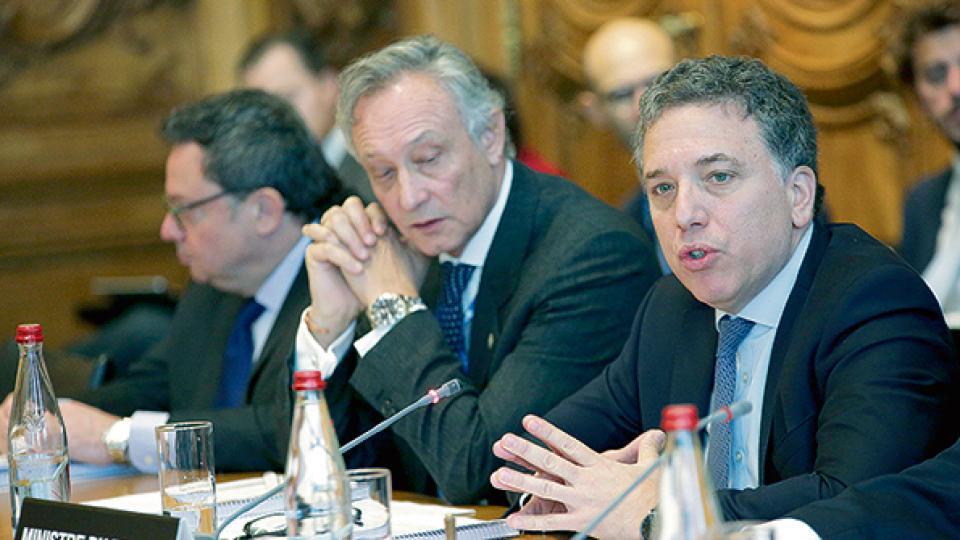 Dujovne renovó las promesas argentinas durante una reunión con el secretario general de la OCDE.