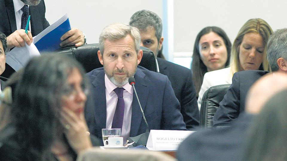 El ministro del Interior, Rogelio Frigerio, de reunión en reunión.