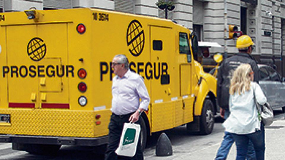 En noviembre los fondos del Central bajaron 2499 millones: Reservas y riesgo país, en amarillo