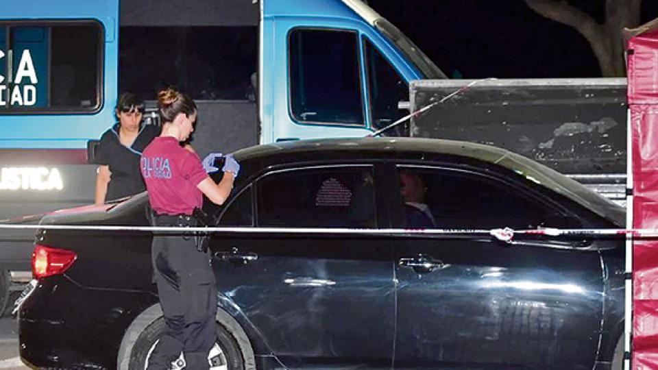 El cuerpo de Hermelo apareció en un auto estacionado y en marcha en Costanera Norte.
