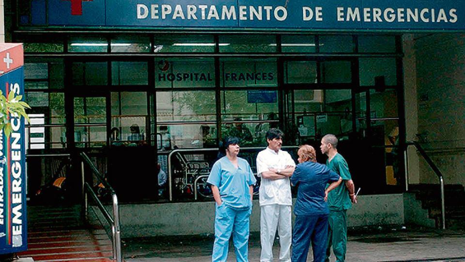Los enfermeros quedan fuera de las protecciones del sector sanitario, según la nueva ley.