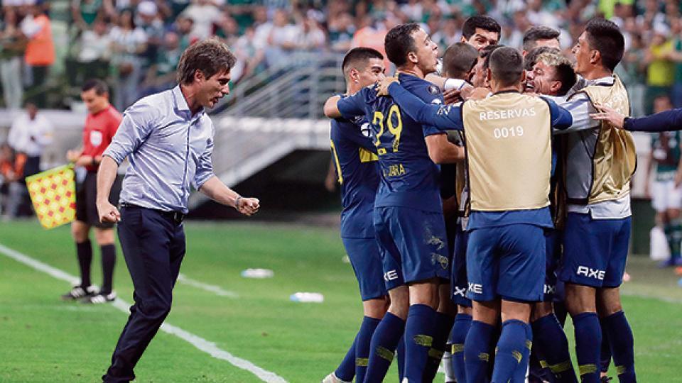 Los jugadores de Boca festejan el empate y pasaje a la final de la Copa Libertadores.