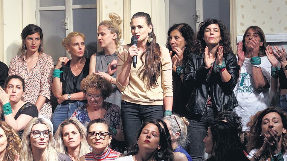 Laura Azcurra fue la presentadora de la agrupación Actrices Argentinas durante la denuncia pública.