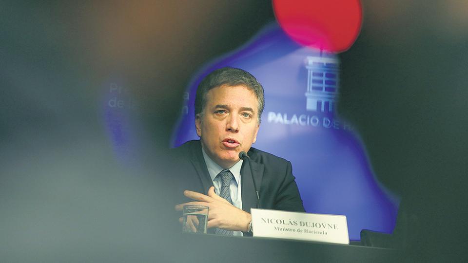 La gestión de Nicolás Dujovne no para de endeudar al país.