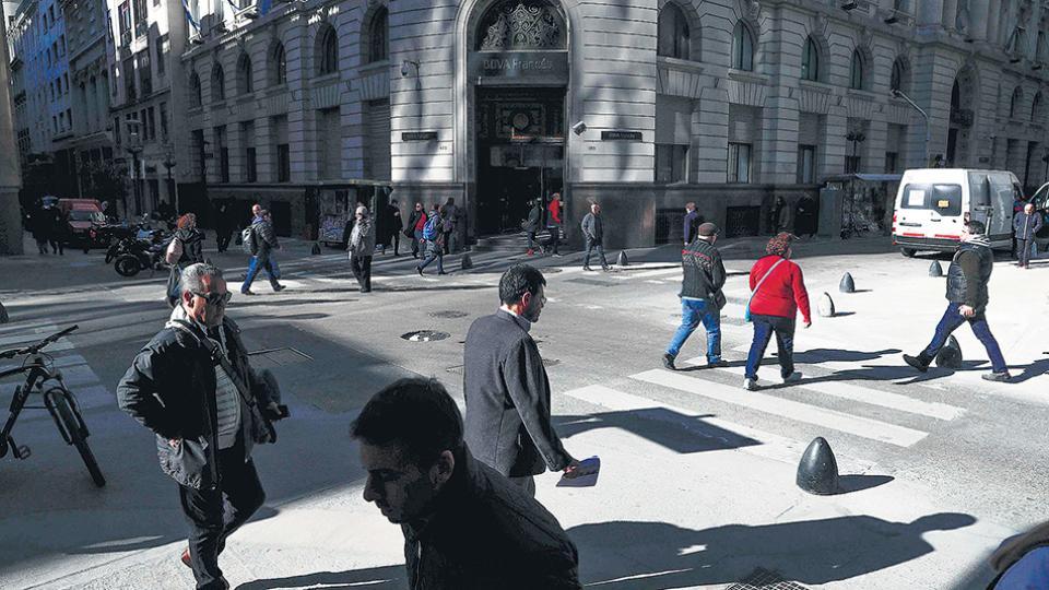 La plaza financiera local sigue siendo considerada de alto riesgo para los inversores extranjeros.