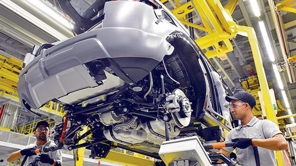 Existen alrededor de 7000 trabajadores suspendidos en la industria automotriz.