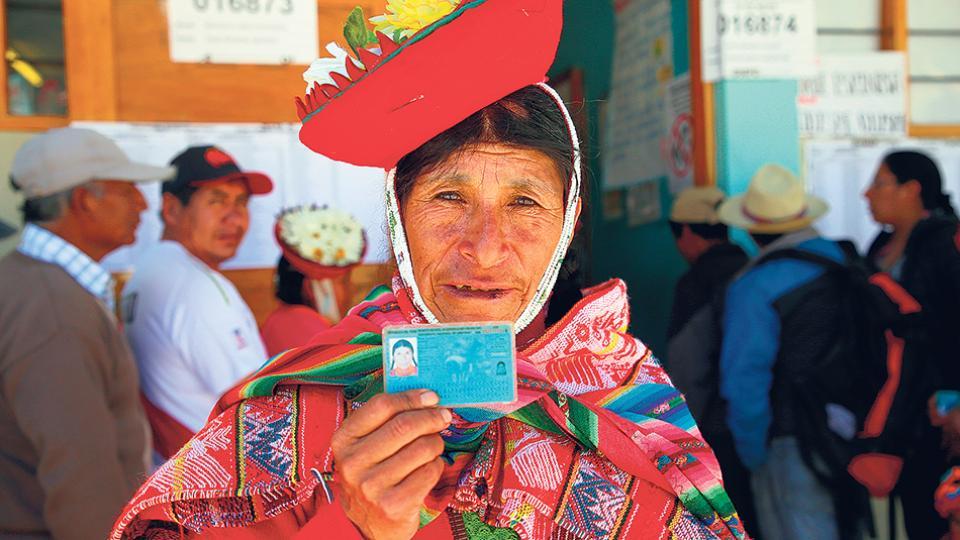 Resultado de imagen para vizcarra triunfo en referendum en peru