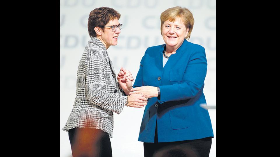 La candidata favorita de la canciller alemana fue elegida al frente de la CDU