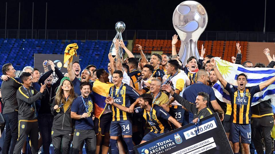 El festejo de Central, que consiguió el título en la cuarta final que disputaba.