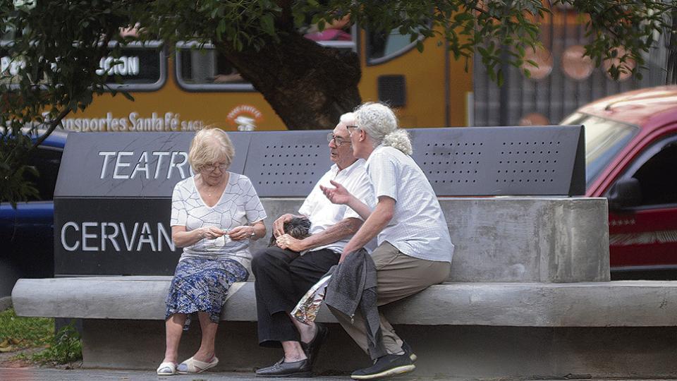El Gobierno sigue rascando el fondo de la olla y el ajuste les vuelve a tocar a los jubilados.