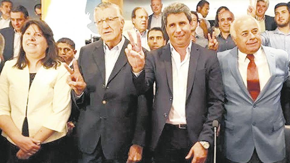 José Luis Gioja y Sergio Uñac encabezaron un acto en un salón colmado en el Provincial de San Juan.