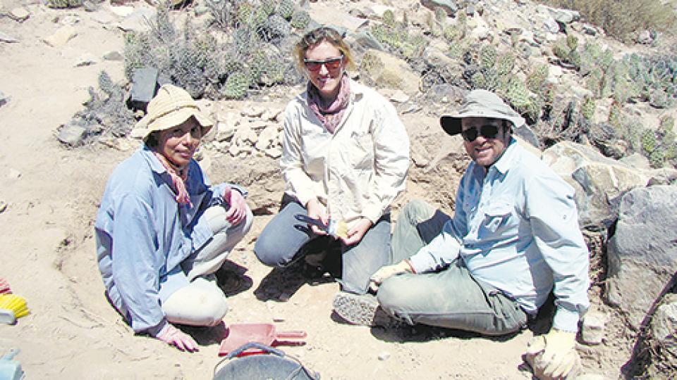Otero, al centro, y parte del equipo en el momento del hallazgo.