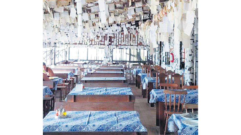 El mítico Bar do Arante, uno de los restaurantes más emblemáticos de Florianópolis, sin gente.