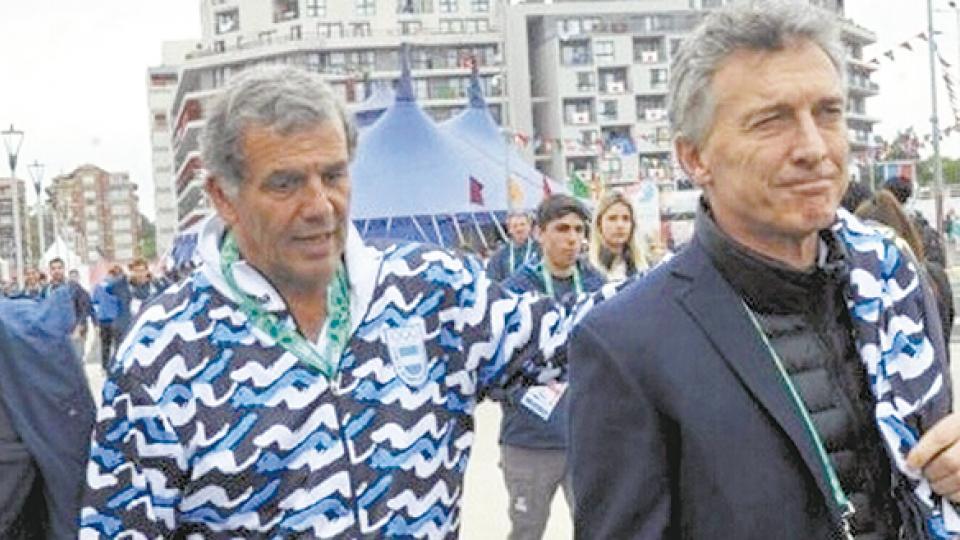 El secretario de Deportes, Diógenes de Urquiza Anchorena, junto a Mauricio Macri.