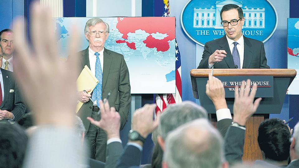 El asesor de seguridad nacional, John Bolton, y el secretario del Tesoro de EE.UU., Steven Mnuchin.