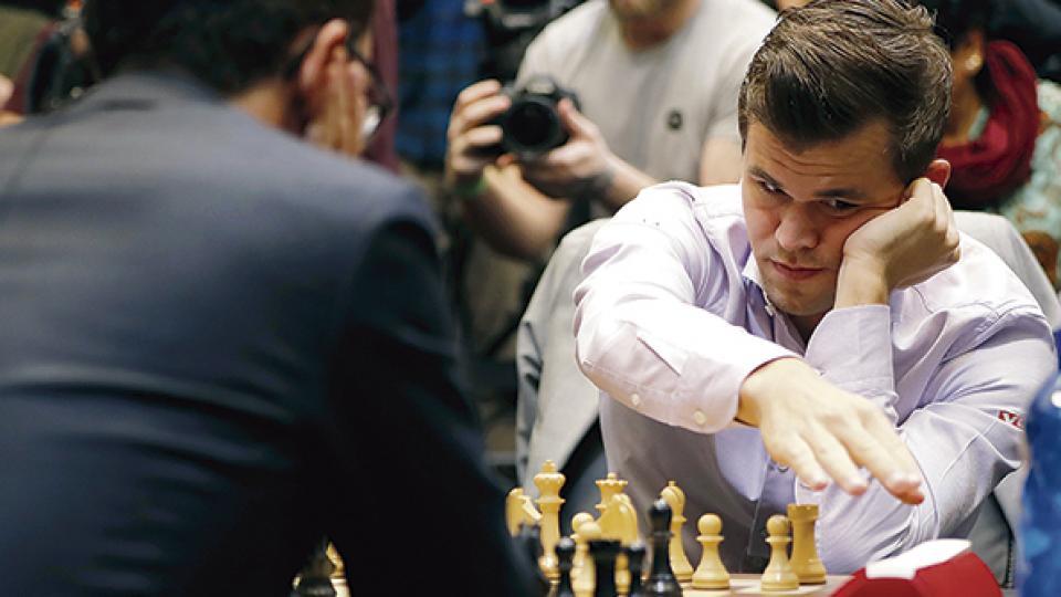 Carlsen se quedó con el título, obteniendo 17 puntos sobre los 21 posibles.