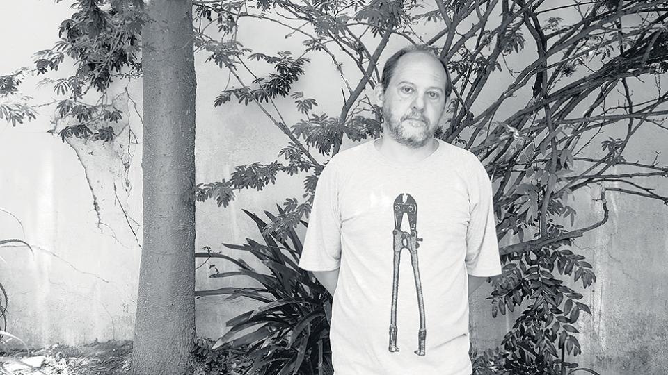 Alejo Carbonell, editor de Caballo Negro, es el principal impulsor de la solicitada contra el CILE.