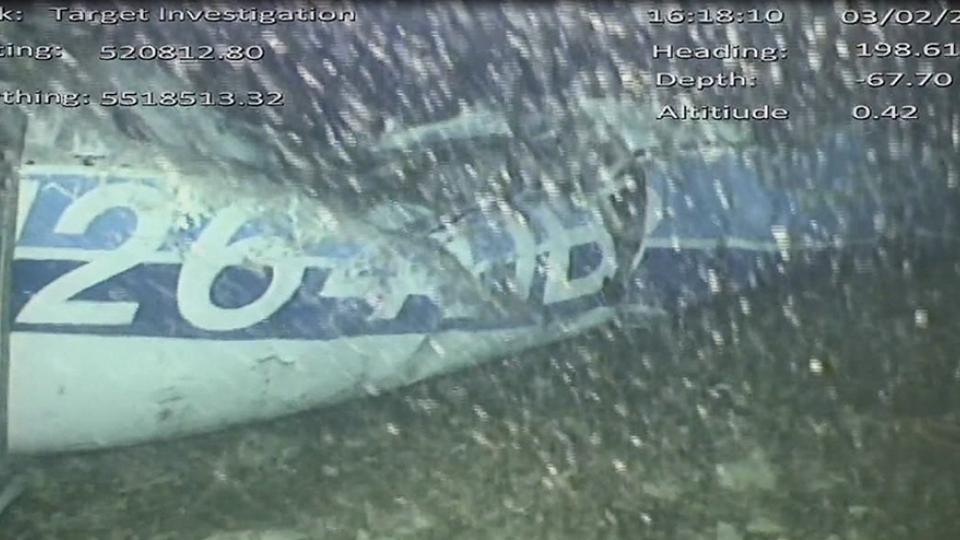 El avión se encuentra a 67 metros de profundidad.