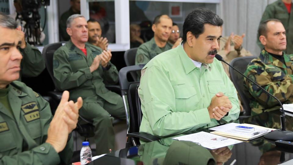 Para el gobierno, el plan opositor de ayuda humanitaria forma parte de un show para invadir el país Maduro cerró la frontera venezolana con Brasil