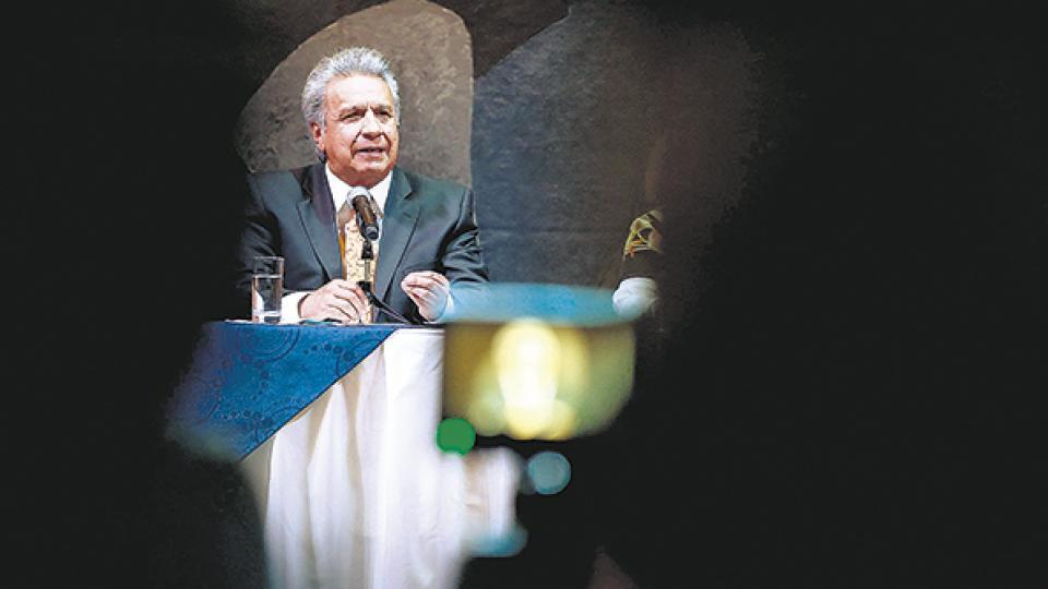 Durante el anuncio, Moreno prometió recuperar la confianza de los países extranjeros.