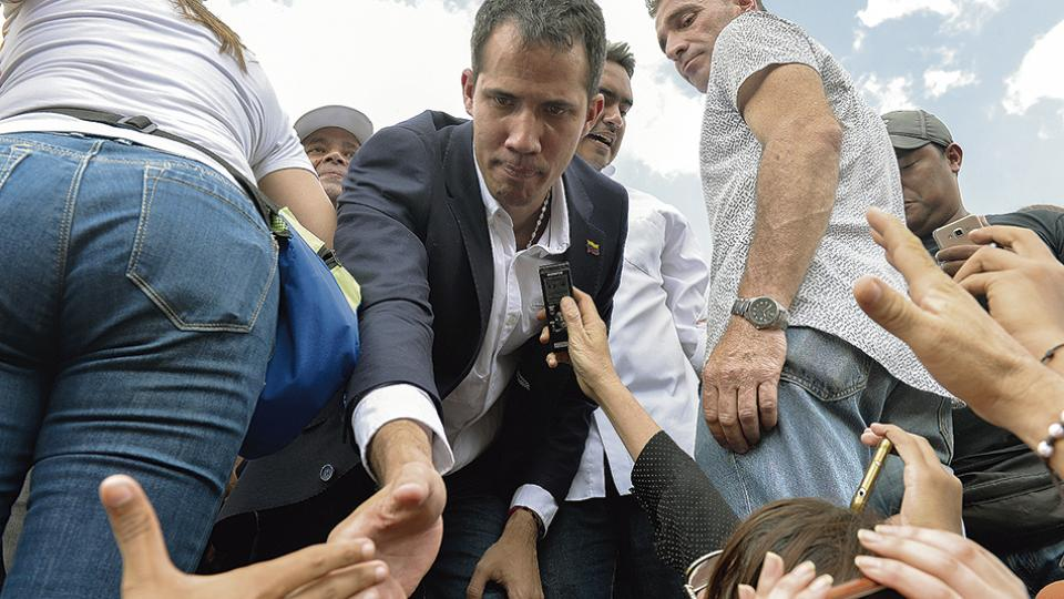 Durante el acto Guaidó mostró su pasaporte y ratificó que había ingresado de manera legal.