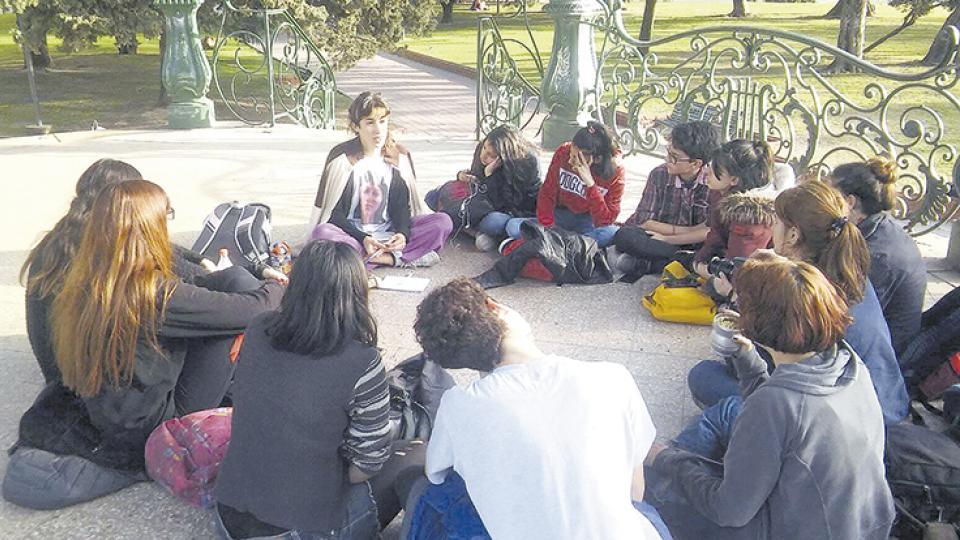 Una charla en Plaza San Martín con la activista trans y profesora Quimey Ramos.